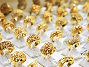 shiny-gold-rings-jewelrey